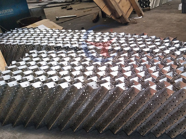 Wire mesh corrugated packing