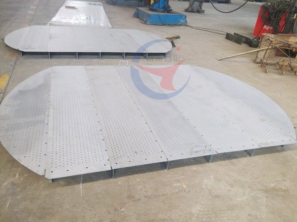 Cross float valve tray