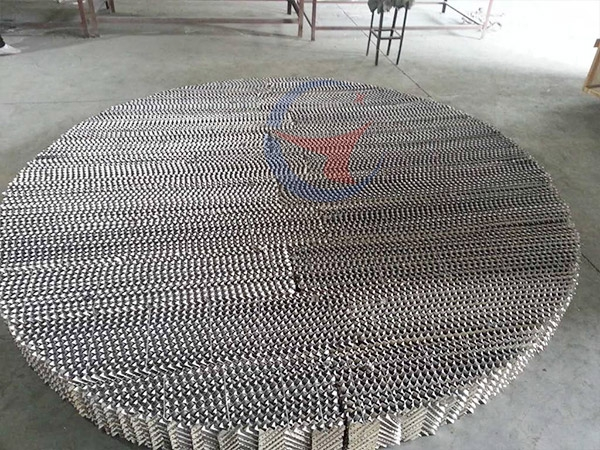 Metal plate corrugated packing